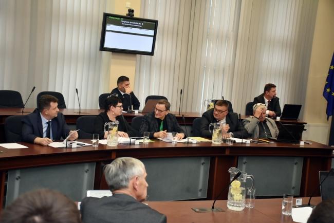 Taryba didinant nari